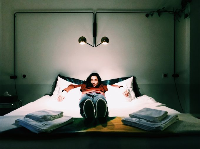 ポーランドのクリエイターホテルAutorroomsのベッド