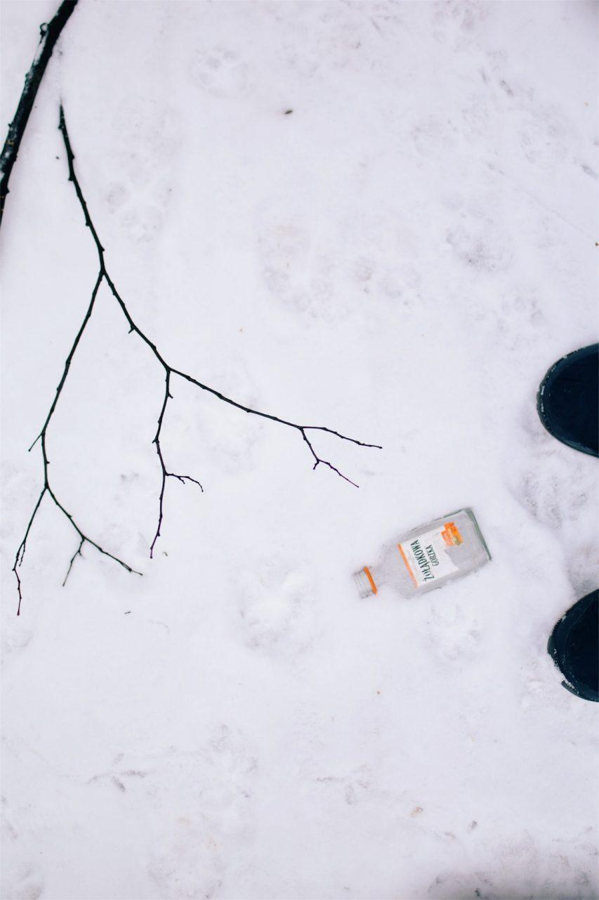ポーランドワルシャワに道路に落ちていたお酒のビン